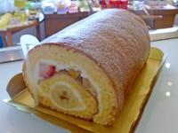 フルーツヨーグルトロールケーキ